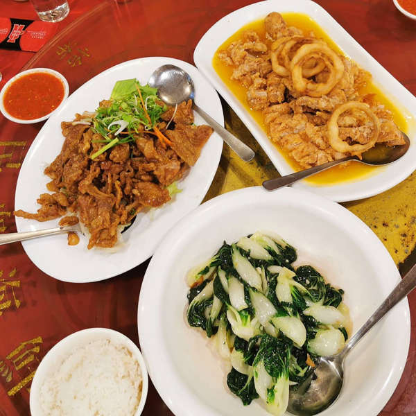 Chinese Dishes At Pusing Public Seafood Restaurant 布先民众海鲜酒家