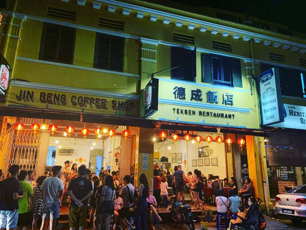 Dinner Queues For Tek Sen Restaurant