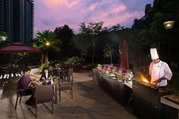 Outdoor Dining At The Haven Resort